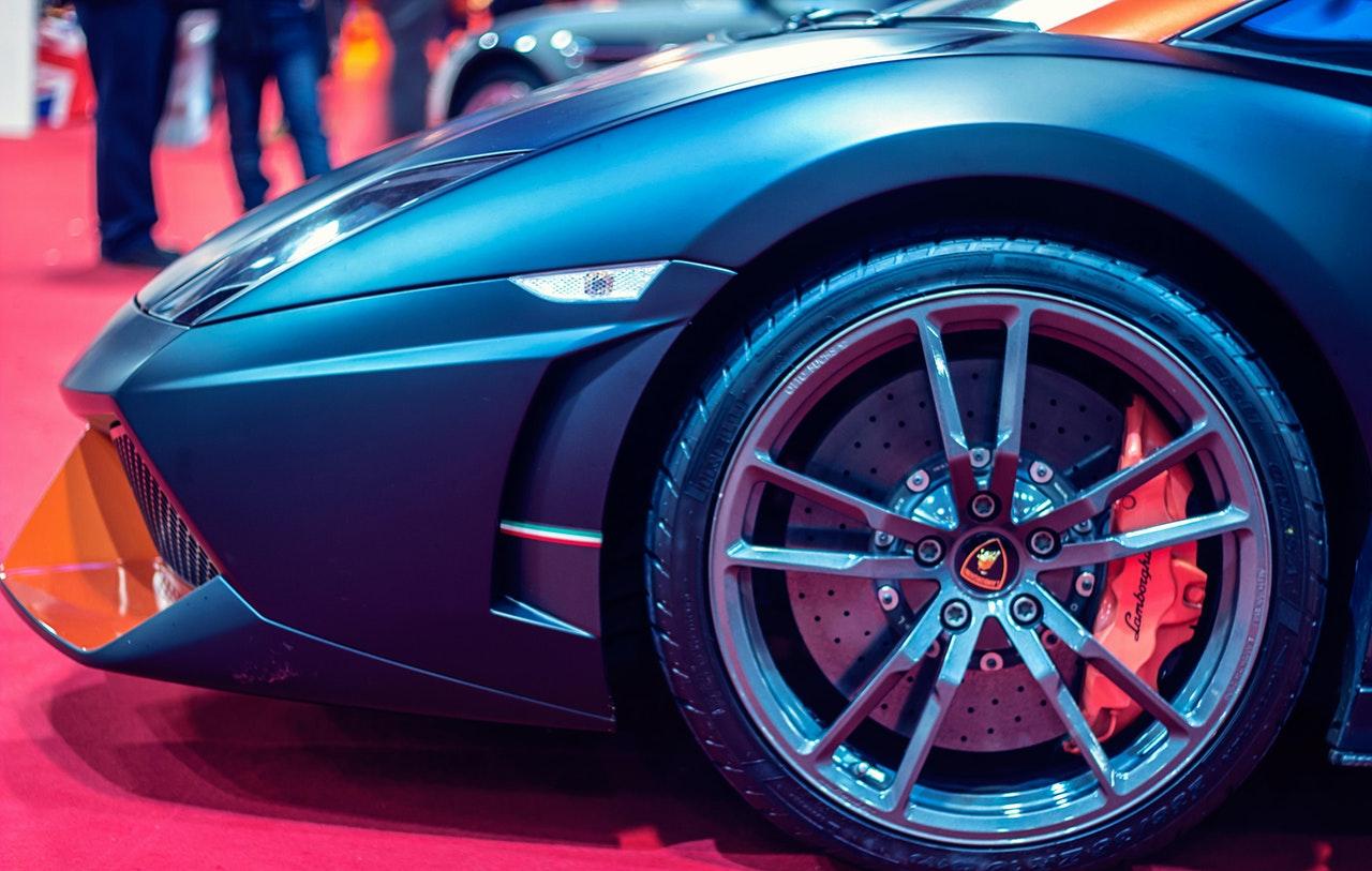 Verdeckter Audi R8 in den Niederlanden gefunden